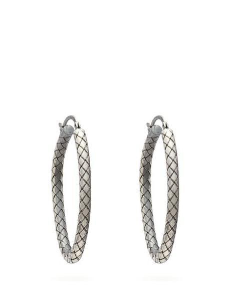 Bottega Veneta - Intrecciato Engraved Sterling Silver Hoop Earrings - Womens - Silver