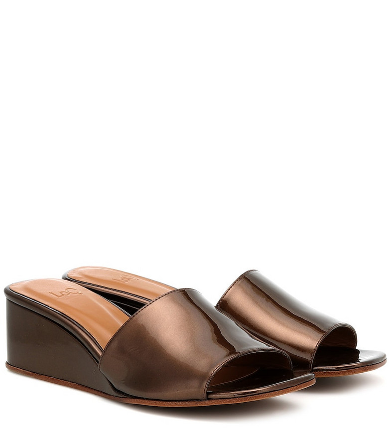 LOQ Sol patent leather wedge sandals in brown
