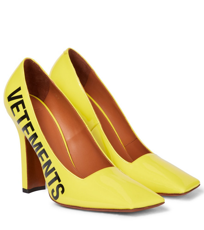 VETEMENTS Logo patent leather pumps in yellow