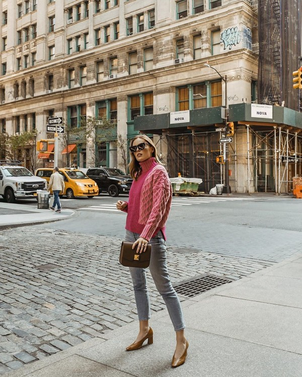 sweater turtleneck sweater skinny jeans pumps bag