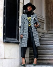 coat,long coat,houndstooth,double breasted,black and white,pumps,black leather pants,black t-shirt,hat,black bag
