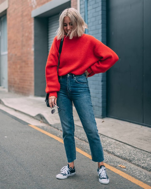 sweater red sweater converse jeans oversized sweater knitted sweater h&m black bag sunglasses streetstyle