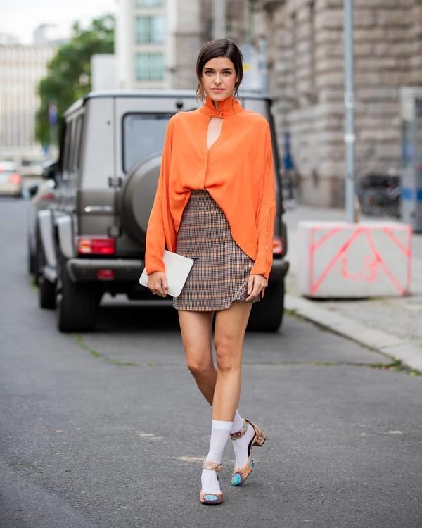 skirt plaid skirt mini skirt turtleneck white bag socks sandals