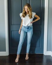 top,white t-shirt,skinny jeans,flat sandals