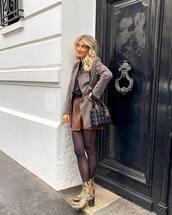 skirt,mini skirt,zipped skirt,snake skin,ankle boots,heel boots,tights,blazer,black bag,black t-shirt,crossbody bag