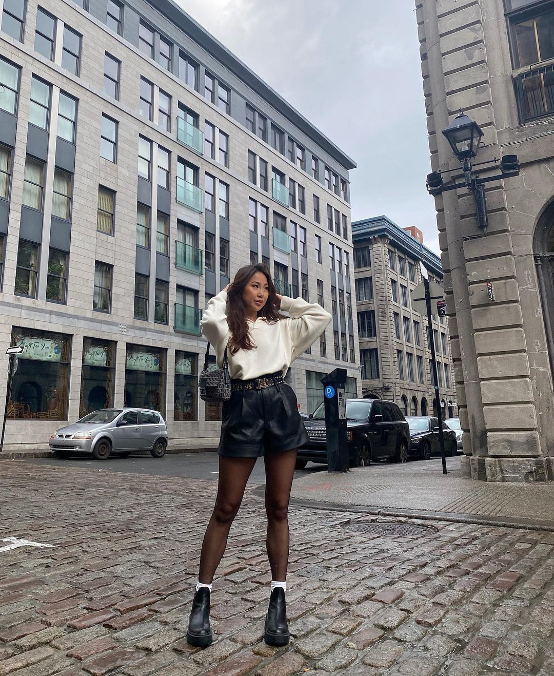 shorts black leather black shorts black shoes sweater tights
