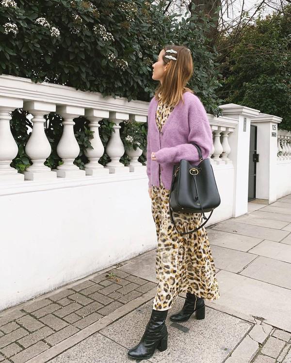sweater cardigan v neck black boots heel boots leopard print maxi dress black bag shoulder bag
