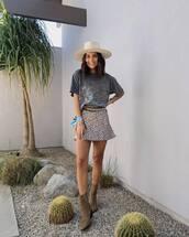 shoes,ankle boots,mini dress,leopard print,black t-shirt,hat
