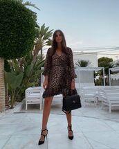 dress,wrap dress,leopard print,pumps,black bag