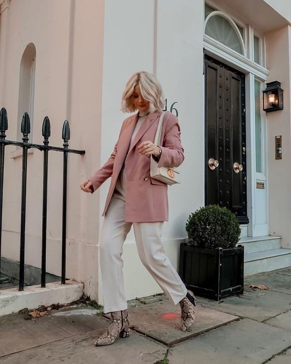 jacket blazer wide-leg pants white pants ankle boots snake print white turtleneck top white bag