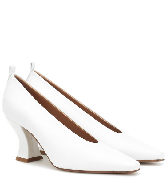 Bottega Veneta Leather pumps in white