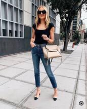jeans,high waisted jeans,slingbacks,maxi bag,black t-shirt,black sunglasses