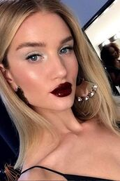 jewels,earrings,celebrity,rosie huntington-whiteley,model off-duty,instagram,top,make-up