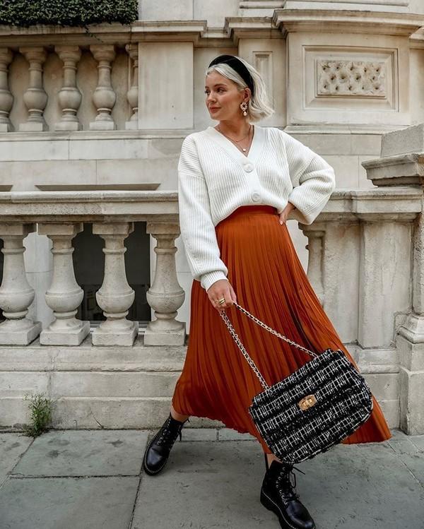 skirt pleated skirt midi skirt black boots white cardigan bag