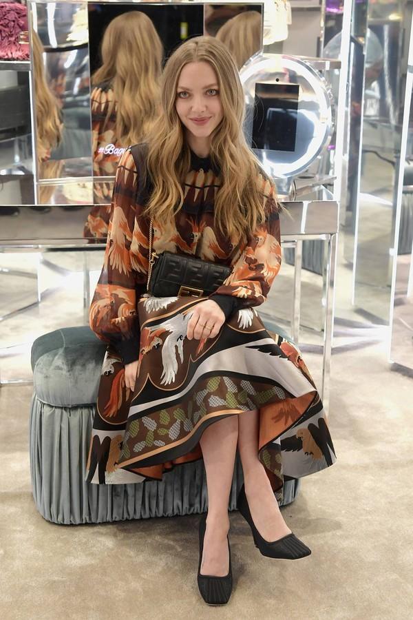 dress amanda seyfried celebrity midi dress fendi pumps printed dress