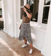 skirt,wrap skirt,leopard print,white sneakers,t-shirt,hat