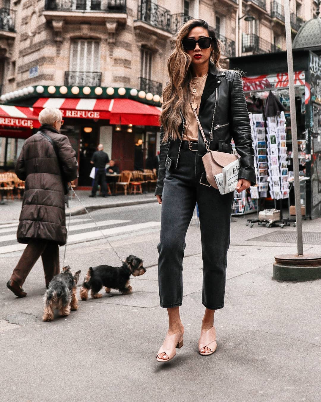 jeans black jeans cropped jeans high waisted jeans sandals black leather jacket top pink bag