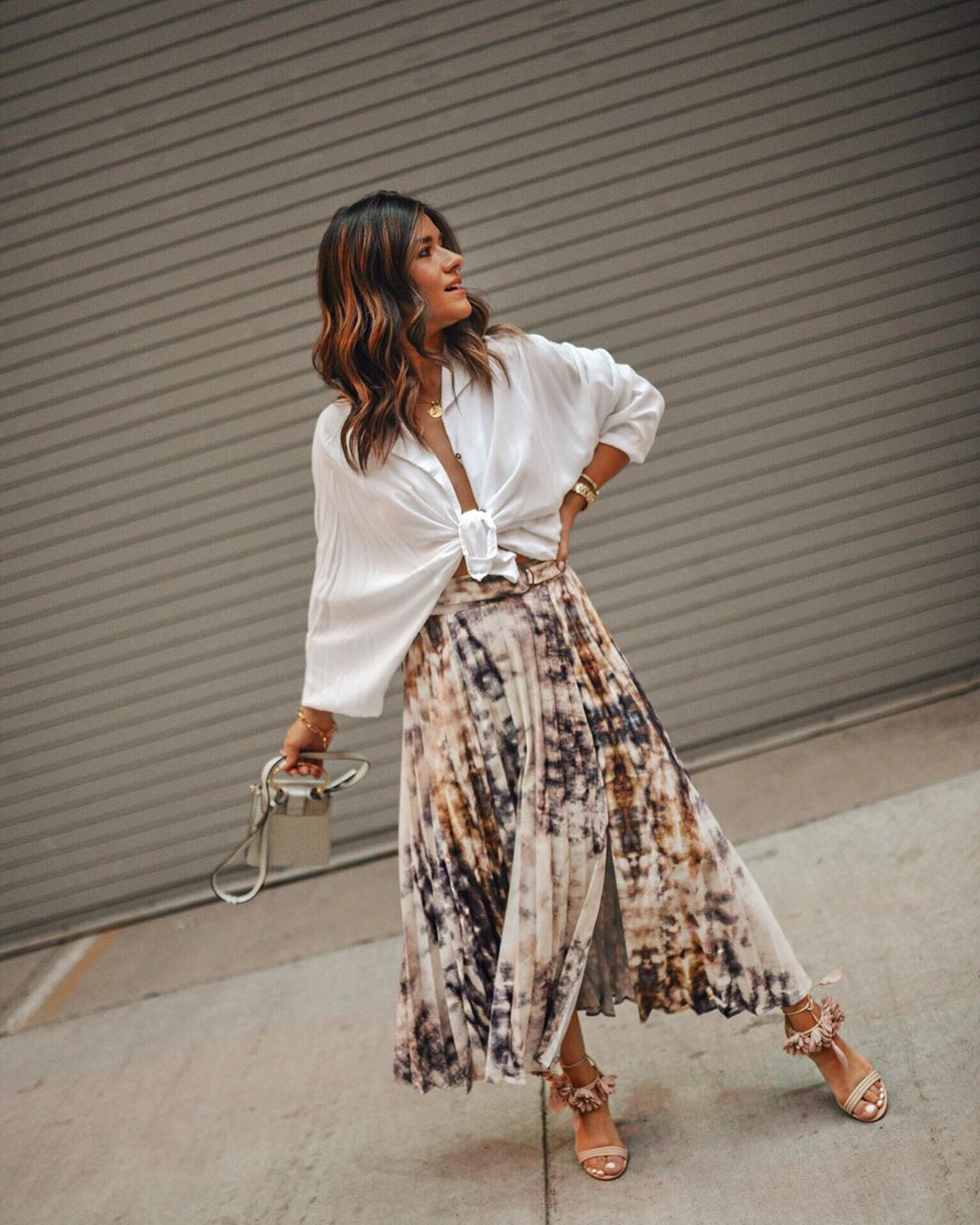 skirt midi skirt tie dye pleated skirt sandals bag white shirt