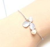 jewels,pearl jewelry,jewelry,boho jewelry,minimalist jewelry,hand jewelry,gold jewelry,silver jewelry,silver bracelet,wedding accessories,pearl