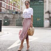 skirt,midi skirt,pleated skirt,pumps,handbag,white t-shirt