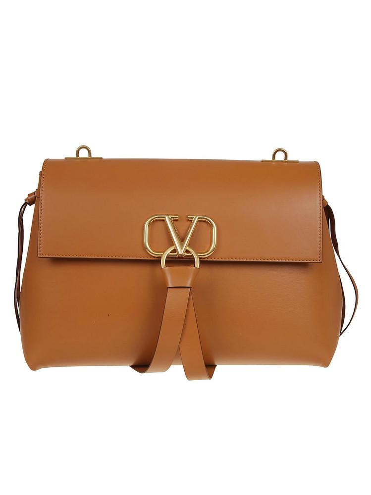 Valentino Garavani Medium V-ring Shoulder Bag in nero / tan