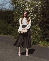 skirt,black skirt,midi skirt,pleated skirt,white shirt,pumps