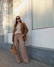 pants,high waisted pants,pleated,flare pants,brown boots,brown bag,fendi,blazer,max mara,knitted sweater