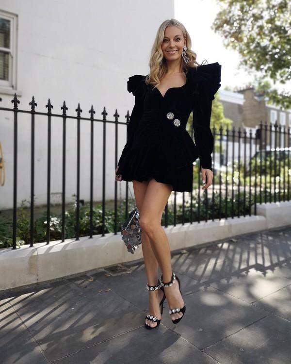 dress black dress mini dress long sleeve dress black sandals bag