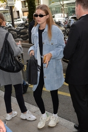 pants,gigi hadid,model off-duty,jacket,leggings