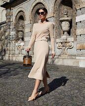skirt,knitted skirt,knitted sweater,knitwear,set,pumps,louis vuitton bag