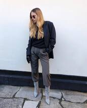 sweater,h&m,grey boots,heel boots,pleated,straight pants,blazer,leather gloves
