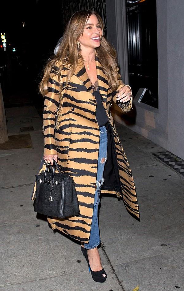 coat animal print tiger print sofia vergara celebrity fall outfits