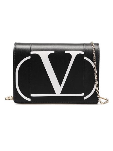 Valentino Garavani Logo Chain Crossbody in nero / bianco