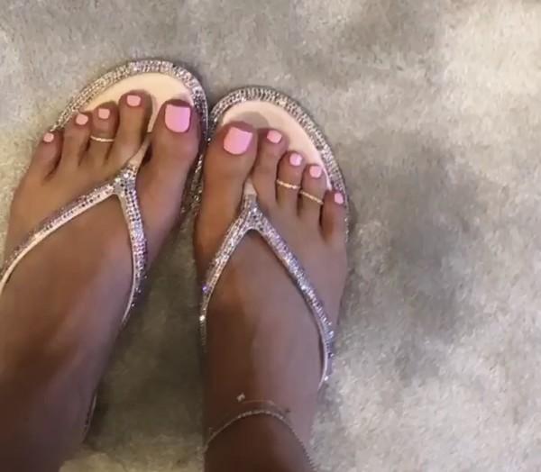 shoes sandals slippers flip-flops kylie jenner