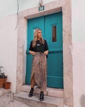 skirt,wrap skirt,midi skirt,t-shirt,boots,black boots