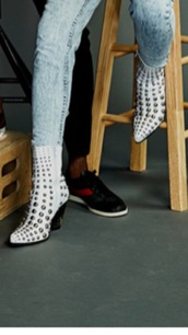 shoes,white studded boots