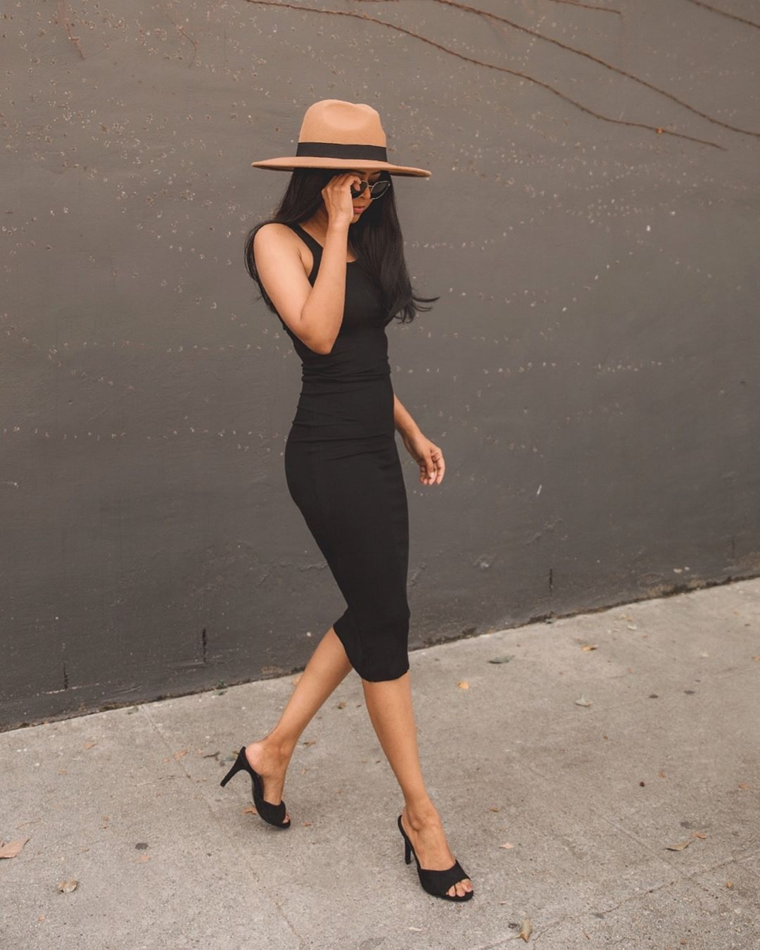 dress black dress bodycon dress black sandals hat