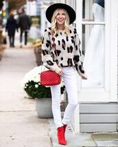 bag,crossbody bag,red boots,ankle boots,heel boots,white jeans,skinny jeans,leopard print,knitted sweater,felt hat