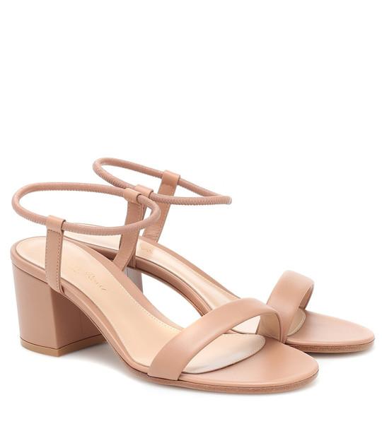 Gianvito Rossi Nikki 60 leather sandals in beige