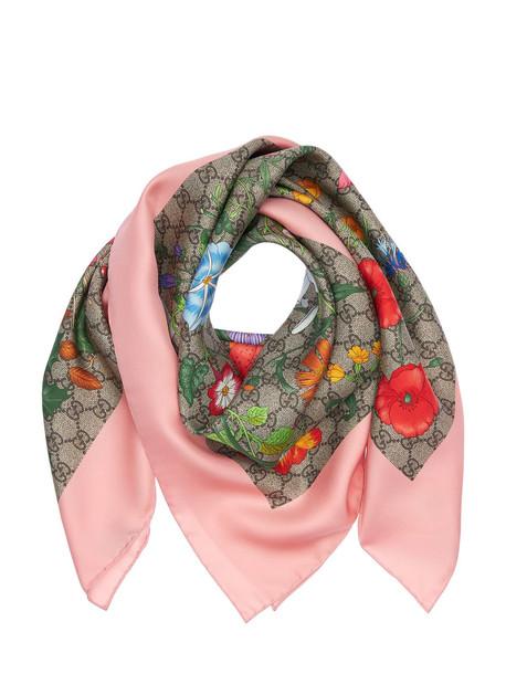 GUCCI Flora Printed Silk Scarf in pink / beige