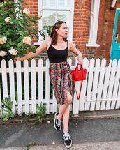 skirt,midi skirt,floral skirt,high waisted skirt,slit skirt,vans,sneakers,black top,red bag