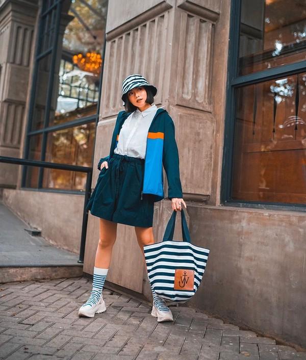 bag shoulder bag J.W.Anderson bag socks sneakers short jacket white shirt sun hat