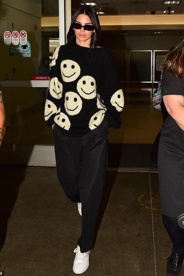 sweater smiley casual kardashians kendall jenner