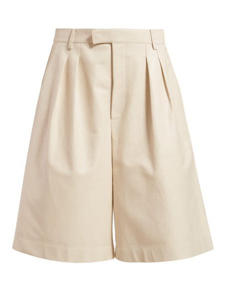 Bottega Veneta - Mid Rise Leather Bermuda Shorts - Womens - Ivory