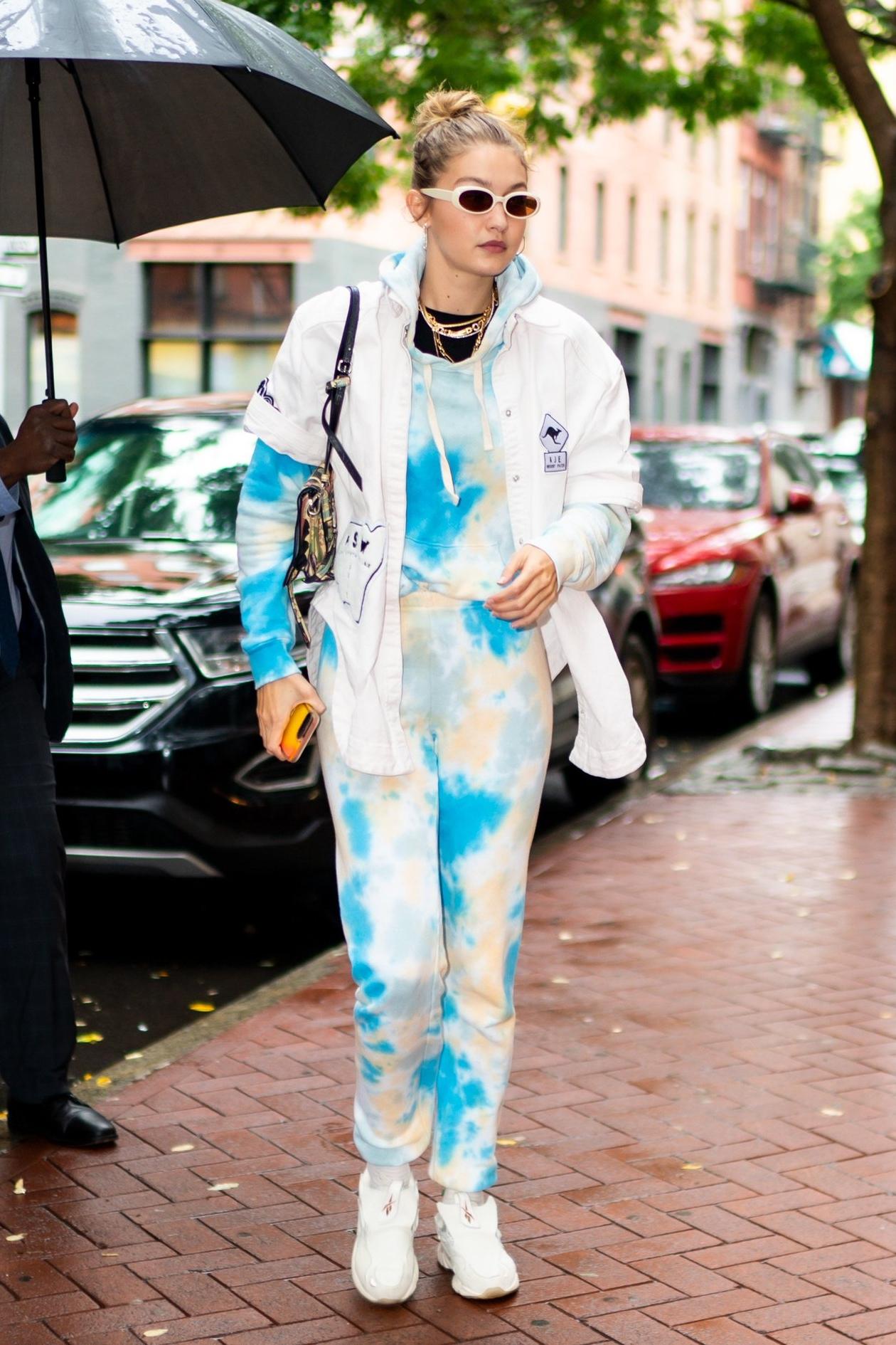 pants top gigi hadid model off-duty celebrity casual sweatpants