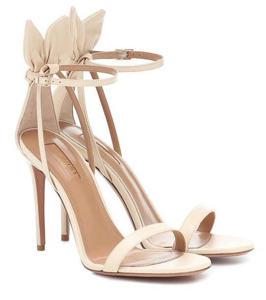 Aquazzura Deneuve 105 leather sandals in beige