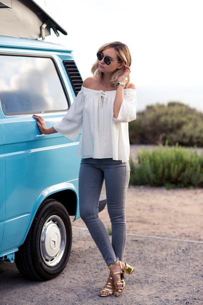 late afternoon blogger sunglasses jewels round sunglasses off the shoulder long sleeves white blouse grey jeans gold shoes