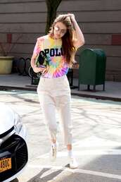 top,pants,gigi hadid,celebrity,casual,spring outfits,streetstyle,sneakers,model off-duty