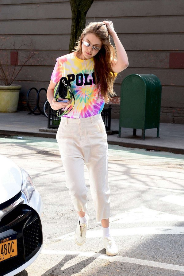 top pants gigi hadid celebrity casual spring outfits streetstyle sneakers model off-duty
