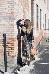 blonde bedhead,blogger,shoes,skirt,leopard skirt,leather jacket,jacket